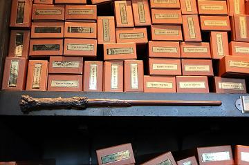 【USJ】ハリーポッターの杖44種類!オリバンダーの店で買えるキャラクター&誕生月の杖!