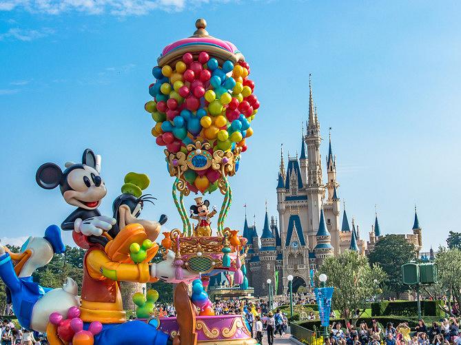 【2019】ディズニーの折りたたみ椅子4選!観賞時のルールまとめ!