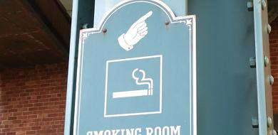 【必見】ディズニーシーに喫煙所はある?パーク内外の場所まとめ!タバコ販売場所も!