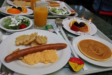 ディズニーキャラクターブレックファストの予約方法とコツ!一緒に朝食を食べよう!