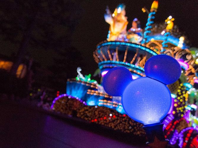 ディズニーの夜空に絵を♪アフター6にペンライトでおもしろ写真撮ってみた