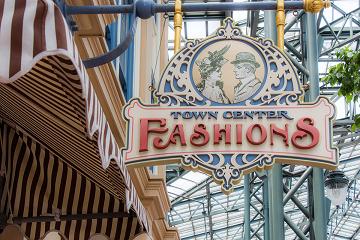 【洋服】ディズニーランドのタウンセンターファッションを攻略!カチューシャ、Tシャツ、パーカーも♪