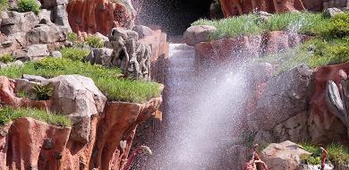 【2019】夏ディズニーの服装!暑さ対策&持ち物まとめ!熱中症予防と濡れ対策!