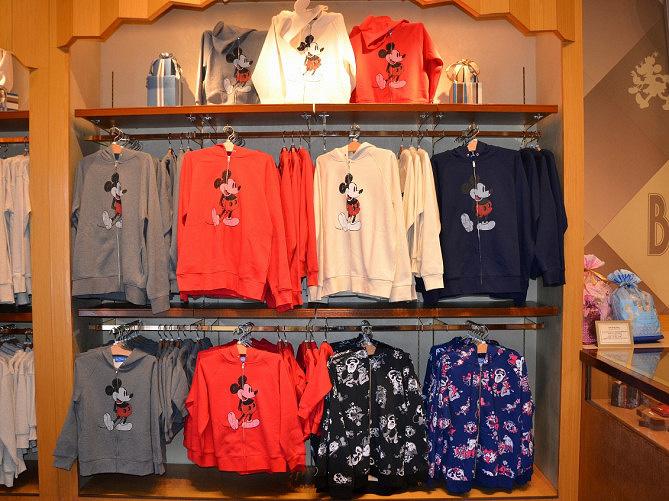 ディズニーのファッショングッズ9種類!パーカー&Tシャツ・アクセサリーなど種類豊富