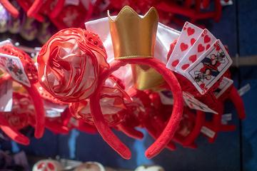 【ハートの女王のコスプレ】ディズニーで仮装しよう!衣装のポイントと写真のコツ!赤の女王も