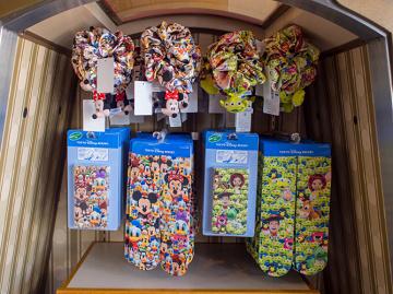 【3/30発売】ディズニーファッショングッズ13種類!総柄ぬいぐるみデザインTシャツやタオルがかわいい!