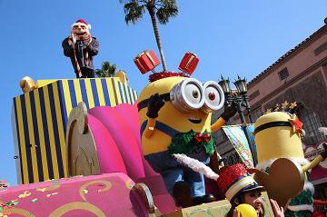 【最新】USJミニオンハチャメチャクリスマスパーティ攻略!パレード停止位置・出演キャラクターを紹介