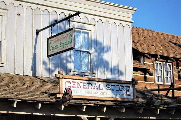 ボン・ヴォヤージュの意味は?ディズニーパークのショップ&レストラン名の由来を紹介