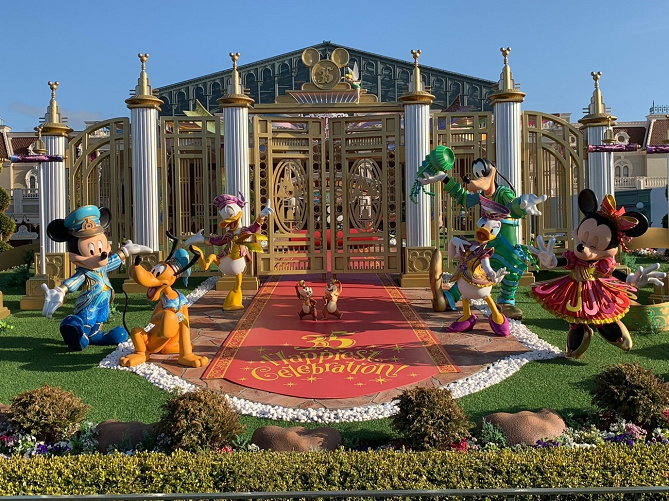 【ディズニー35周年振り返り】人気のショー&パレード・グッズまとめ!混雑状況も!