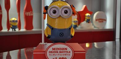 【USJ】ミニオンの歴代ドリンクボトル!ミニオンが電球や消防士に!販売場所、値段、注意点も