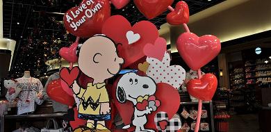 【2020】USJのスヌーピーバレンタイングッズ45選!ハートモチーフの雑貨、ぬいぐるみ、キーチェーン