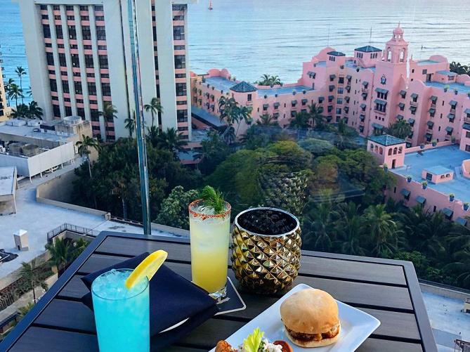 【ハワイ】ワイキキ周辺おすすめレストラン9選!クラッキンキッチン、スカイワイキキも!