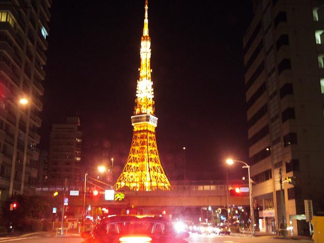 【東京タワー】600段の外階段をのぼってメインデッキへ!風を感じられてスリル満点!