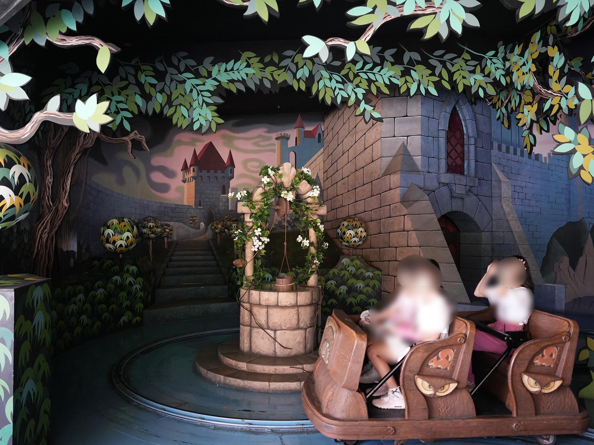 隠れホラーアトラクションで有名な「白雪姫と七人のこびと」