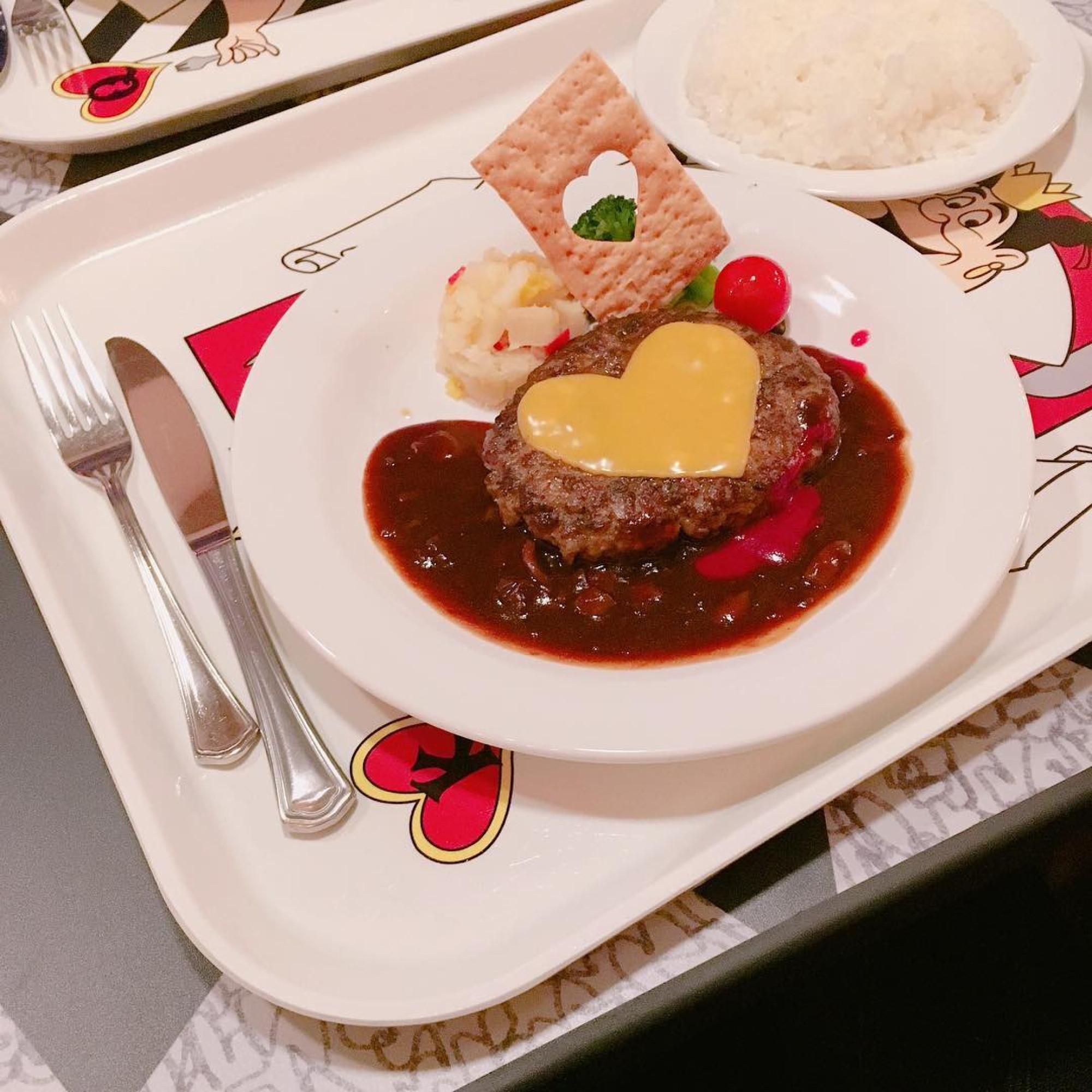 チーズハンバーグ、デミグラス&ラズベリーソース(1,380円)