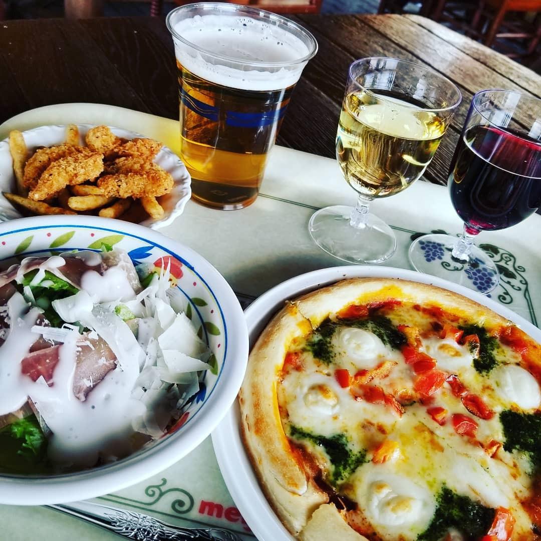 ザンビーニ・ブラザーズ・リストランテのピザやワイン
