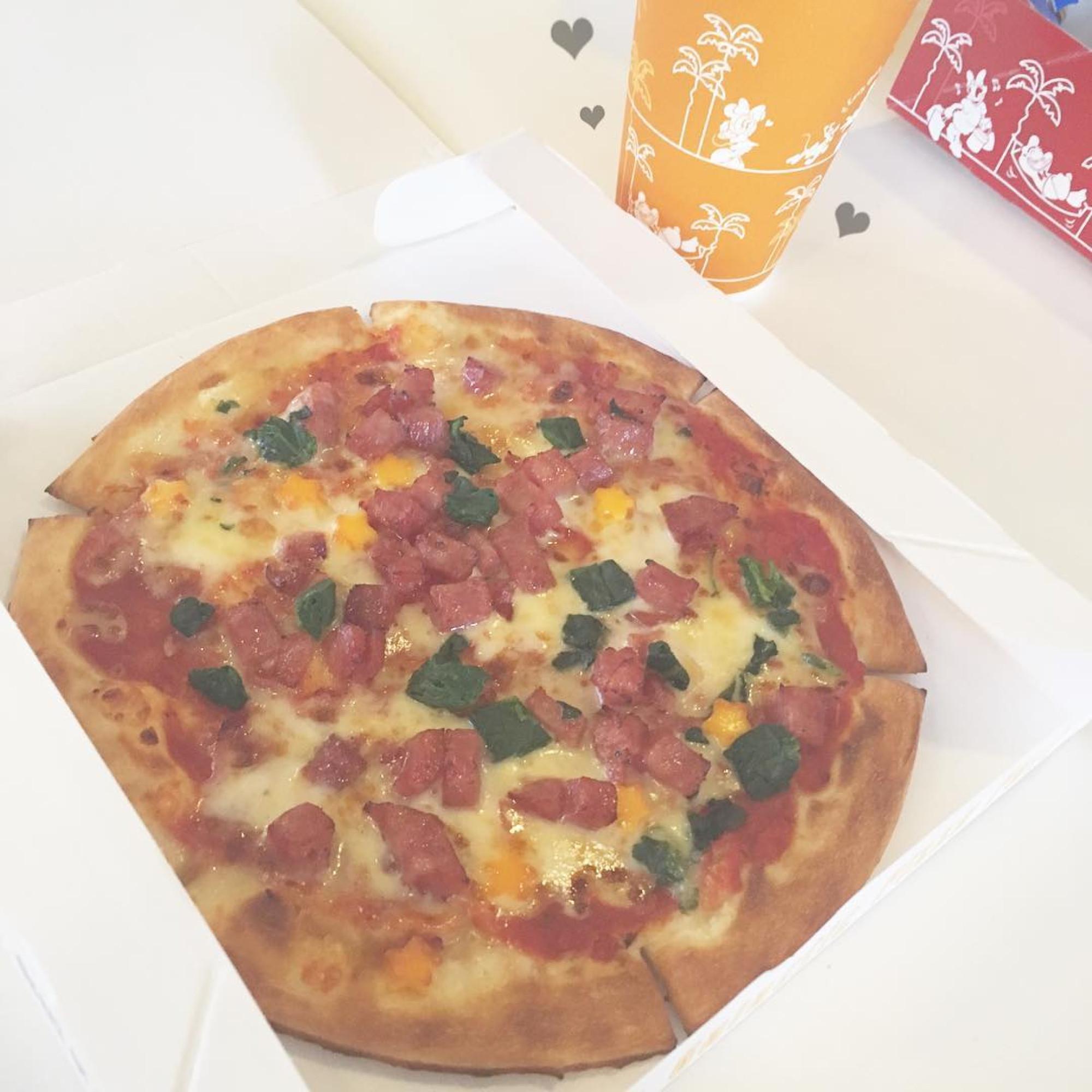 ソフトサラミソーセージのピザ