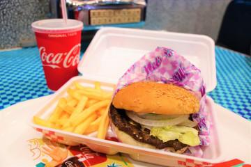 【2019】USJのおすすめ食べ歩きフード11選!人気のスイーツやピザがたくさん!買う時の注意点も