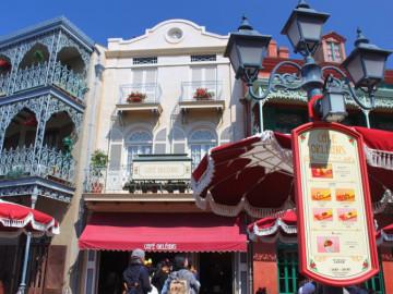 【ディズニー】カリブの海賊とホーンテッドマンションの意外な共通点!建物やフードメニューの元ネタ!