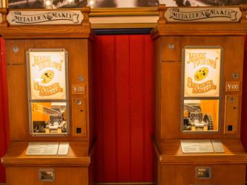 ディズニースーベニアメダル種類・作り方・場所・ホルダーまとめ!100以上のデザインがあるお土産グッズ!