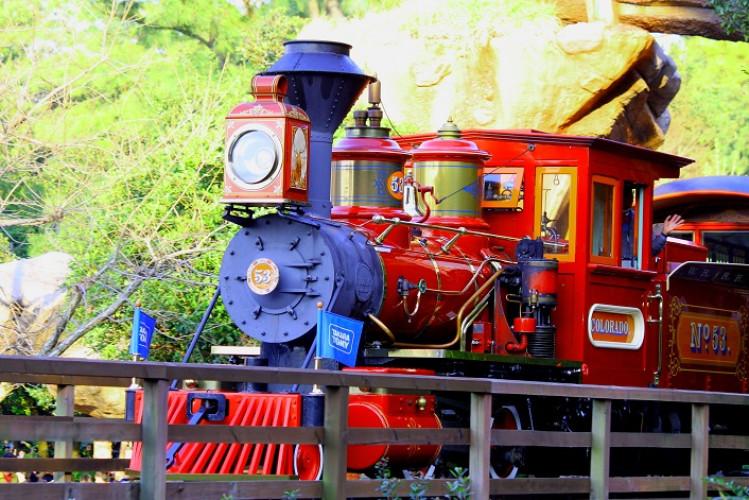 【待ち時間も】ウエスタンリバー鉄道徹底解説!最後の恐竜に注意!アナウンスの声は誰?