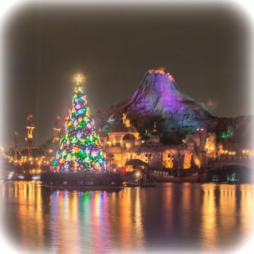 【ディズニーのクリスマスツリー】ランド&シー&ホテルのツリーの場所・見どころまとめ!グッズ情報も!