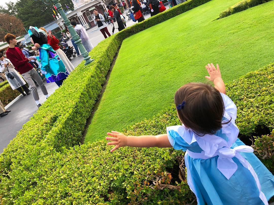 小さなアリスがとってもかわいい…!