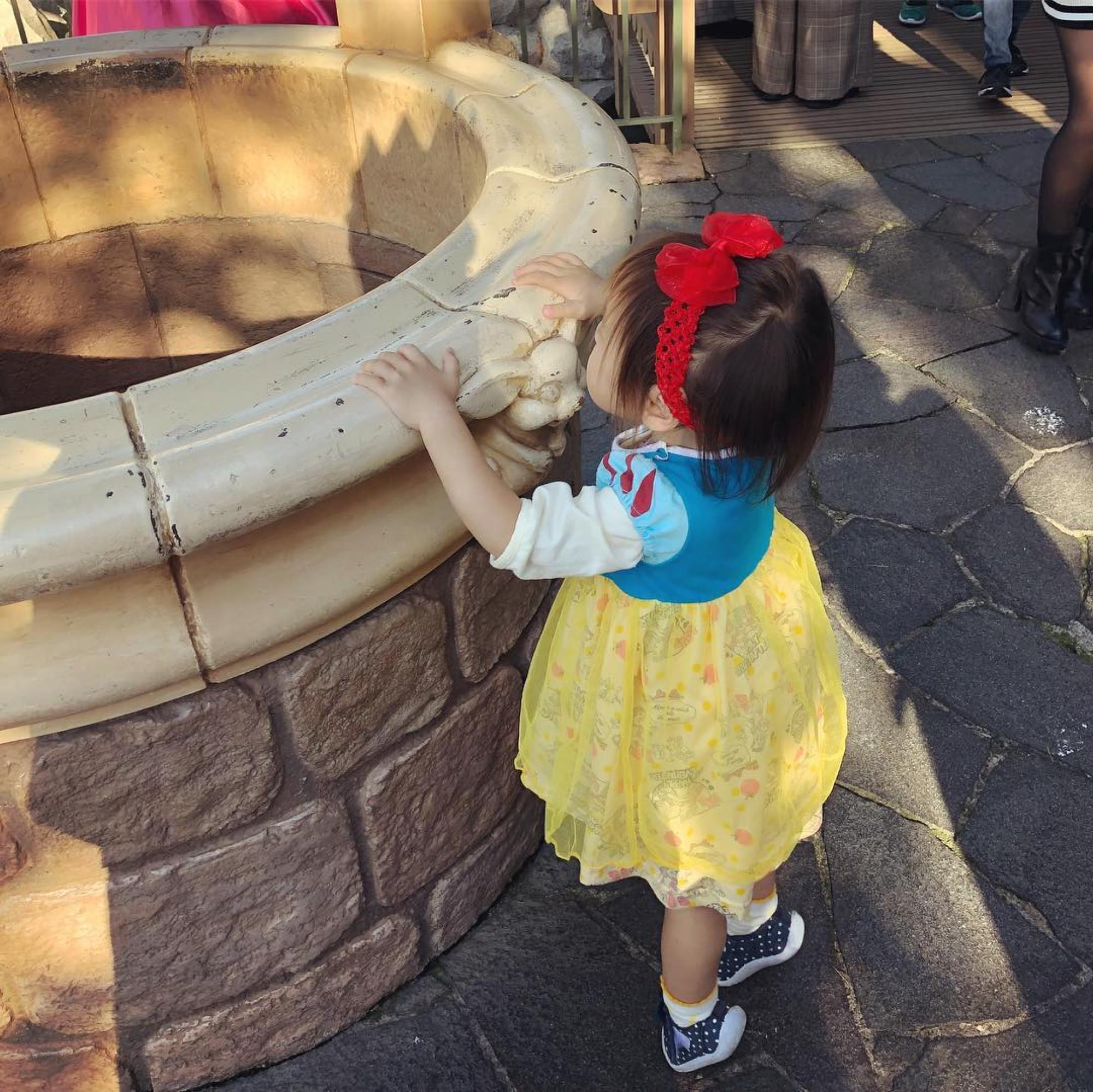 白雪姫の井戸で写真撮影も♡