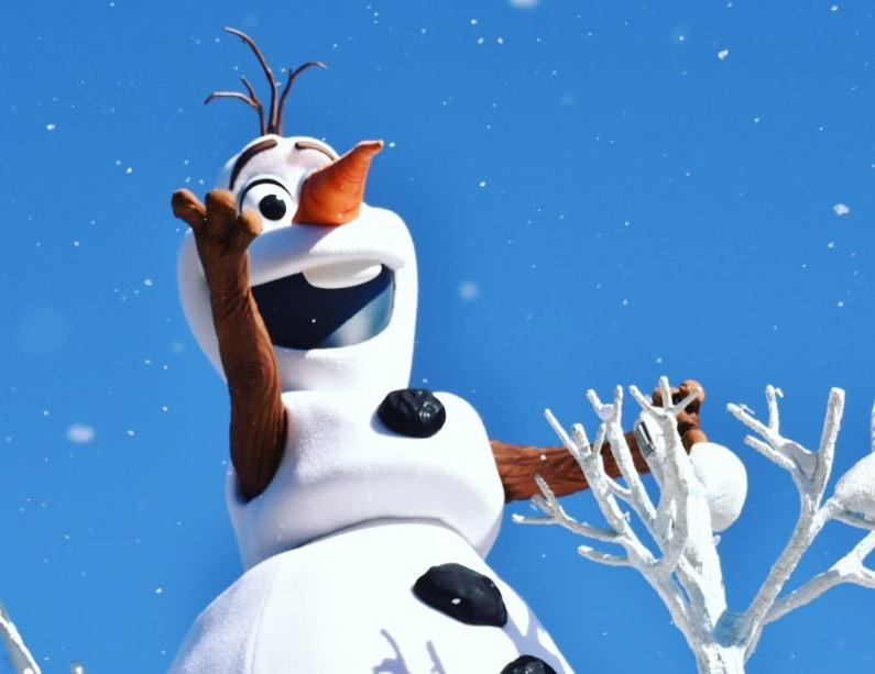 """誕生 日 オラフ あの時オラフは何を? 『オラフの生まれた日』で描かれる""""『アナ雪』の裏側""""に大興奮!(クランクイン!)"""