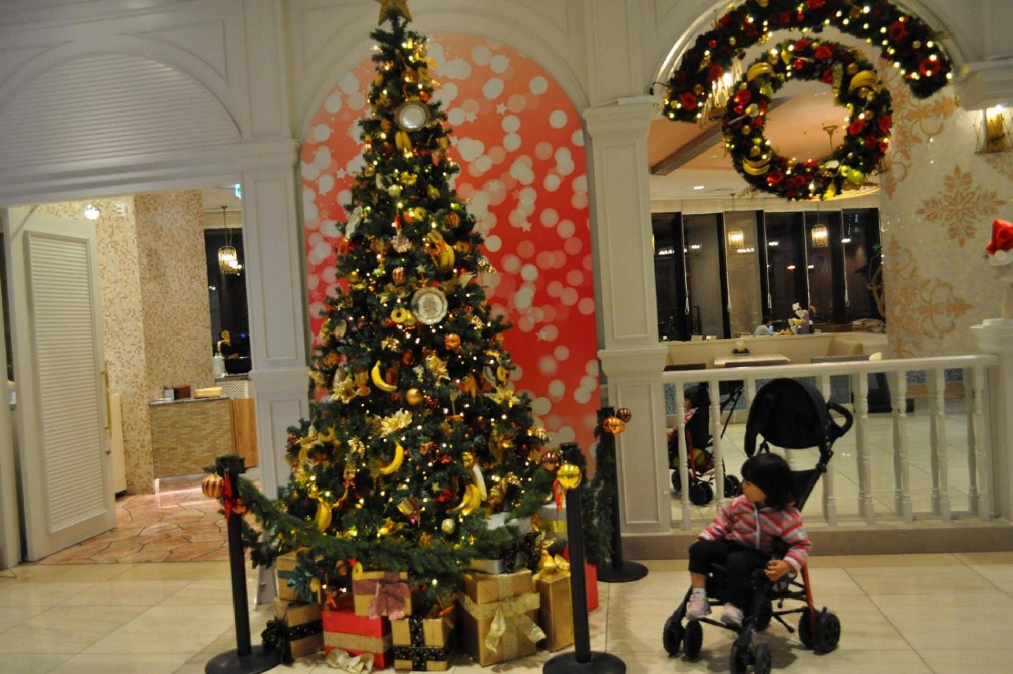 パークフロントホテルのレストランにはバナナの装飾が面白いツリーが登場(2018年冬)