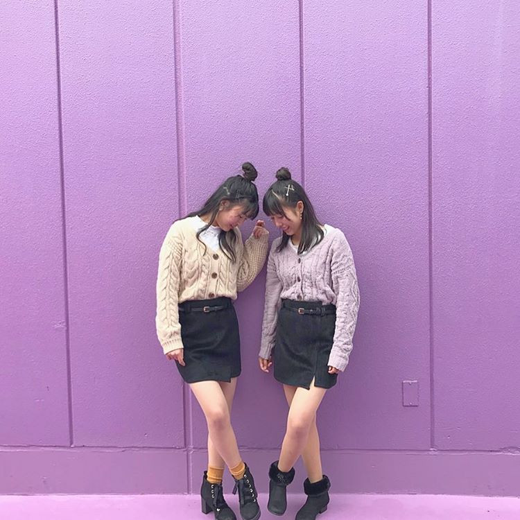 【色違いの双子コーデ】ベージュ×ラベンダー