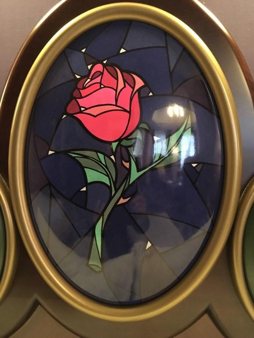 呪いの象徴バラは美女と野獣のシンボルのようになっている。