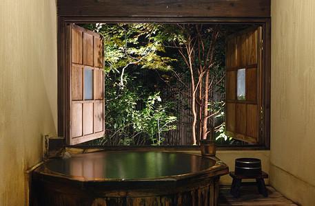 高級感漂う蘇山郷の「たる湯」