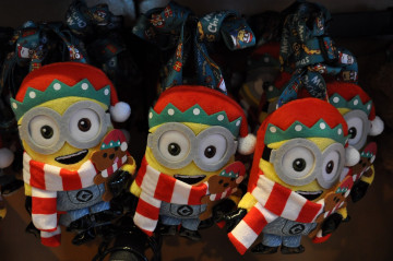 【2019】ユニバのミニオンクリスマスグッズ51選!ボブ&ティムがクリスマスコスチューム姿に♪