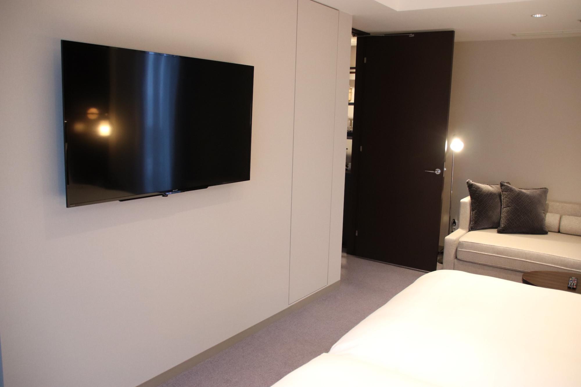 ベッドの向かいのテレビ