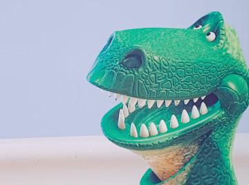 【徹底解剖】トイストーリーのレックス!臆病でやさしい恐竜!出演シーンやグッズを紹介